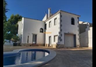 Se alquila chalet en La Nucia   con piscina privada